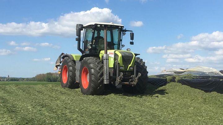 Claas tractoren volle bak aan het